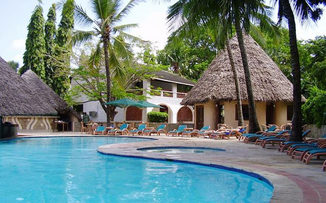 Hotels in diani  : Pinewood Village
