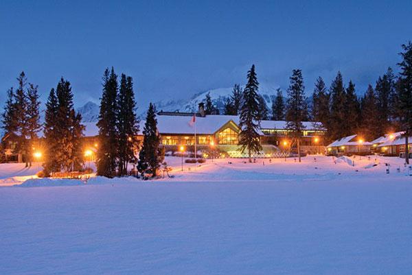 Hotels in jasper  : Fairmont Jasper Park Lodge